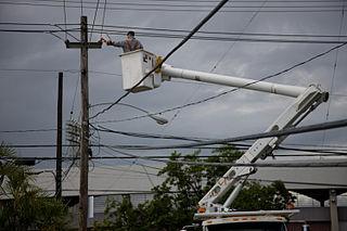 18 wheeler crash injury electric pole